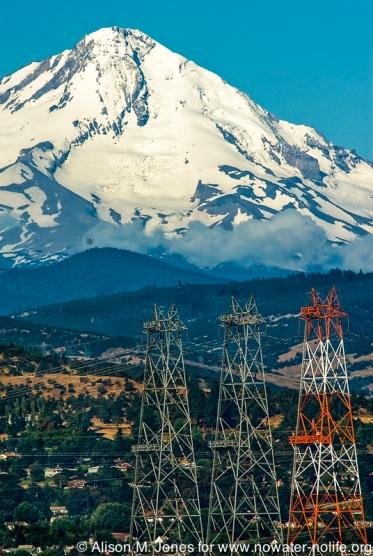 US: Oregon, Columbia River Basin, The Dalles Dam, Mt Hood beyond