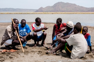 Africa: Kenya, Solomon Agedu talking to local Turkana fishermen about threats to Lake Turkana