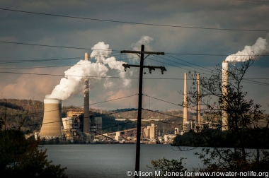 USA: West Virginia, coal plant on Ohio River north of Wheeling