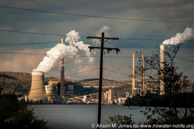 USA: West Virginia, coal plant on Ohio River north of Wheeling