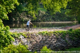 USA: New Jersey, New Brunswick, Delaware and Raritan Canal, bicycle