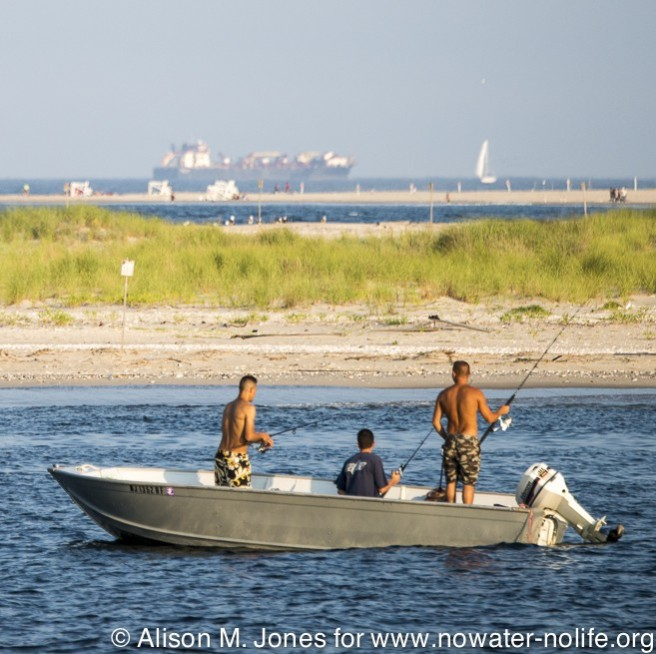 USA: Fishing in Raritan Bay off Sandy Hook right above proposed route for the LNG pipeline