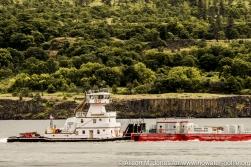 USA: Washington, Columbia River Basin, barge with USACE Juvenile Fish Transportation on Columbia River, east of Bingen