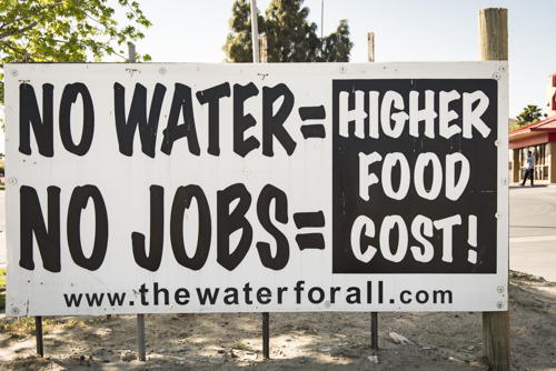 USA: California, Kettleman City, sign about effects of drought and no water